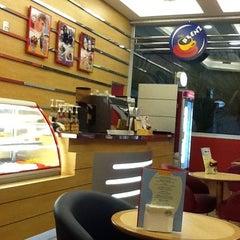 Photo taken at Blenz Café by Sibele H. on 9/5/2011