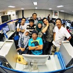 Photo taken at Ruang Redaksi Harian Fajar by Idham AMA M. on 11/21/2011