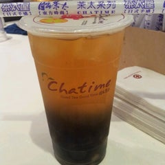 Photo taken at Chatime 日出茶太 by Venessa T. on 12/9/2011