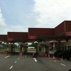 Photo taken at Sg. Tujuh Checkpoint (Brunei) by Kinn siong N. on 9/5/2011