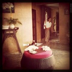 Photo taken at Pariya Resort & Villas Haad Yuan Koh Phangan by Kittiphong B. on 7/14/2011