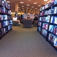 Photo taken at Barnes & Noble by Fabio G. on 2/18/2012