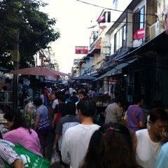 Photo taken at ตลาดตรอกหม้อ (Trok Mo Market) by R U H. on 4/8/2012