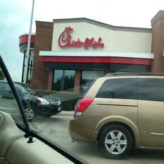 Photo taken at Chick-fil-A by Leslie Hill L. on 8/15/2012