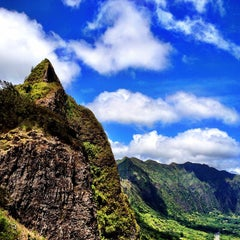 Photo taken at Nuʻuanu Pali Lookout by Kenny B. on 9/2/2012