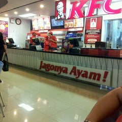 Photo taken at KFC by Vincentia M. Antonia L. on 8/31/2012
