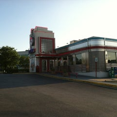 Photo taken at Silver Diner by Mallory M. on 6/2/2012