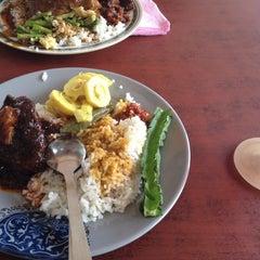 Photo taken at Restoran Hatinie by MardinaMN on 6/26/2012