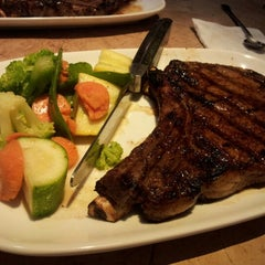 Photo taken at LongHorn Steakhouse by Juliana M. on 7/21/2012