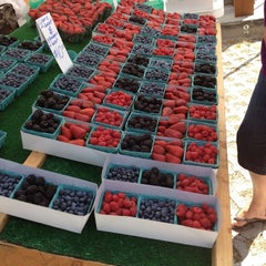 Photo taken at Topanga Canyon Certified Farmers' Market (Fridays) by Christopher B. on 6/1/2012