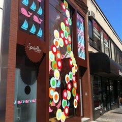 Photo taken at Sprinkles Cupcakes by Lorenzo F. on 9/12/2012
