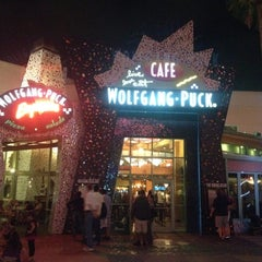 Photo taken at Wolfgang Puck Express (West Side) by Ricardo H. on 4/19/2012