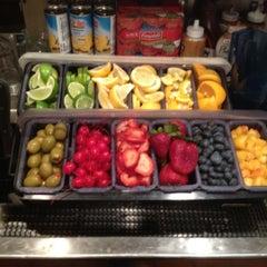 Photo taken at Olive Garden by Raz H. on 6/23/2012