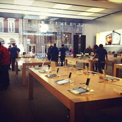 Photo taken at Apple Store, Walnut Street by Carlos H. on 4/3/2013