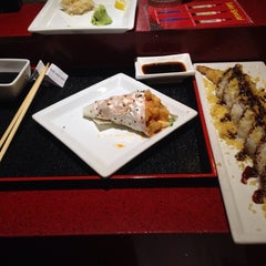 Photo taken at Sumo Sushi by 🐳Katherine K. on 10/9/2014