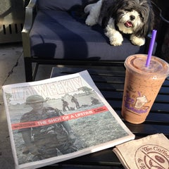 Photo taken at The Coffee Bean & Tea Leaf® by R C. on 7/19/2014