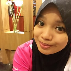 Photo taken at Pizza Hut by Norhanisah H. on 1/19/2015