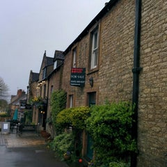 Photo taken at Stow-on-the-Wold by Palisa W. on 5/3/2015