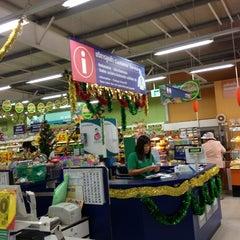 Photo taken at Tesco Lotus Damnoensaduak by Tamajung T. on 12/31/2012