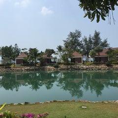 Photo taken at คลองพร้าว รีสอร์ต (Klong Prao Resort Koh Chang) by 🔰Konstantin P. on 2/16/2015