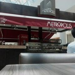 Photo taken at Caffe Metropolis by Danilo C. on 1/17/2013