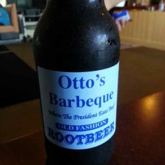 Photo taken at Otto's Barbeque And Burgers by Hank L. on 6/19/2013