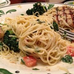 Photo taken at Olive Garden by Allan on 1/19/2013
