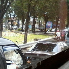 Photo taken at Jalan By Pass Ngurah Rai by Gotami on 3/31/2013