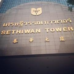 Photo taken at Sethiwan Tower (เศรษฐีวรรณทาวเวอร์) by Sasin S. on 6/21/2013
