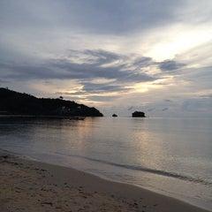 Photo taken at หาดในยาง (Nai Yang Beach) by Ople K. on 10/24/2012