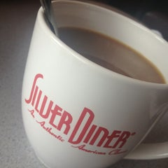 Photo taken at Silver Diner by Vivian N. on 9/11/2013