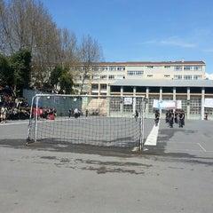 Photo taken at Kadıköy Anadolu Lisesi by gizem ö. on 4/4/2013