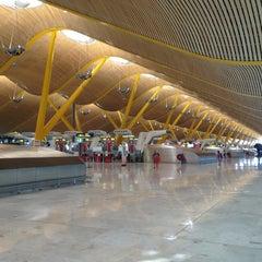 Photo taken at Aeropuerto Adolfo Suárez Madrid-Barajas (MAD) by Savaş K. on 8/21/2013