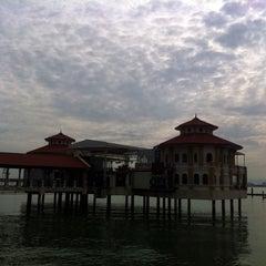 Photo taken at QE II 360 Waterfront Venue by Mehikari00 on 10/14/2012