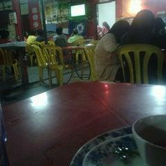 Photo taken at Restoran Gemilang Tom Yam by Master C. on 3/22/2013