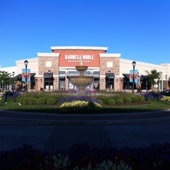 Photo taken at The Promenade Shops at Saucon Valley by Edrele 0. on 8/24/2013