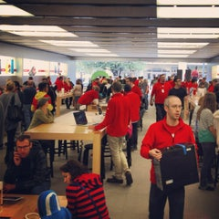 Photo taken at Apple Store, The Domain by Reyne T. on 12/22/2012