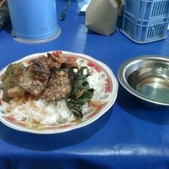 Photo taken at RM. Mande Kanduang by Muhammad Ragil S. on 12/17/2012