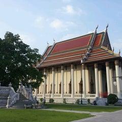 Photo taken at วัดเทพศิรินทราวาส ราชวรวิหาร (Wat Debsirin) by Taweechai P. on 12/16/2012