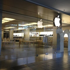 Photo taken at Apple Store, La Maquinista by Jessica L. on 11/11/2012