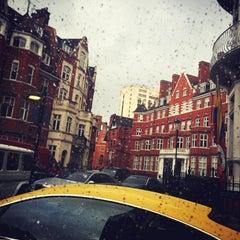 Photo taken at Knightsbridge by SHAIKA on 8/27/2015