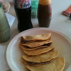 Photo taken at El Taco Veloz by Blankis R. on 2/1/2014