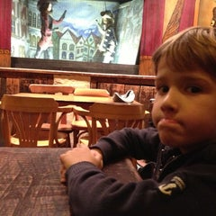 Photo taken at Koninklijk Theater Toone / Théâtre Royal de Toone by Stéphane D. on 11/25/2012