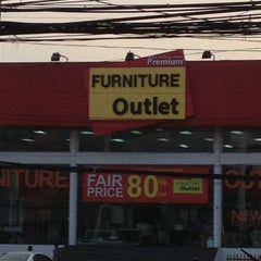 Photo taken at Furniture Outlet One (SB Furniture Outlet) by นางฟ้า แ. on 5/5/2013