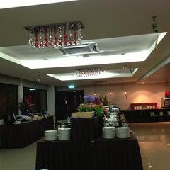 Photo taken at Gaya Centre Hotel by Alam ramadan S. on 7/13/2013