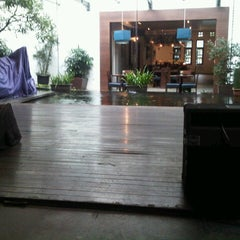 Photo taken at Roemah Keboen Family Resto and Cafe by yulinda i. on 12/17/2012