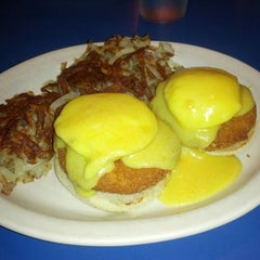 Photo taken at Uptown Diner by Toshie Y. on 6/29/2013