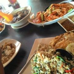Photo taken at Restoran Sri Bunga by Ezura E. on 5/3/2015