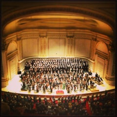 Photo taken at Carnegie Hall (Stern Auditorium/Perelman Stage) by E C. on 2/3/2013