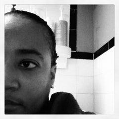 Photo taken at Vince Smith Hair Experience by Sereita C. on 12/23/2012